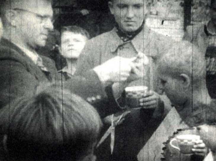 그 시각 다른 곳에선…1940-1943의 스틸사진