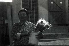 꽃 파는 할머니 스틸컷
