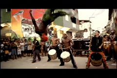 파벨라 라이징, 빈민이여 노래하라 Favela Rising