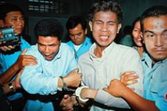 누가 치아비치아를 죽였나? Who killed Chea Vichea?